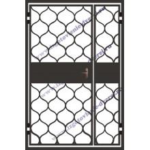 Решетчатая двухстворчатая дверь в коридор